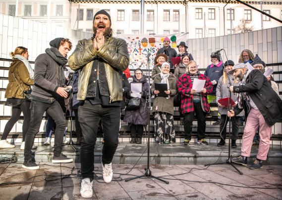 Pressbild. Gatans Kör. Rickard Söderberg SVT. Premiär 11/1-17
